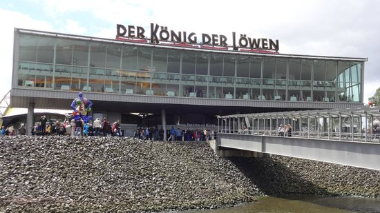 Der Koenig der Loewen (The Lion King): Frontansicht vom Anleger