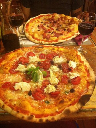 Pizzeria al Pisacane : Al Pisacane's big pizza's..