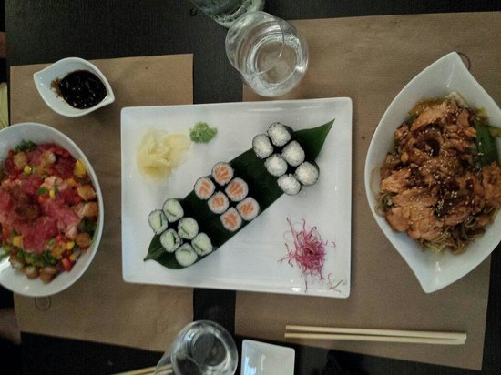 Le bistrot asiatique : Bo bun japonais, maki j2 et nouilles sautées au saumon.