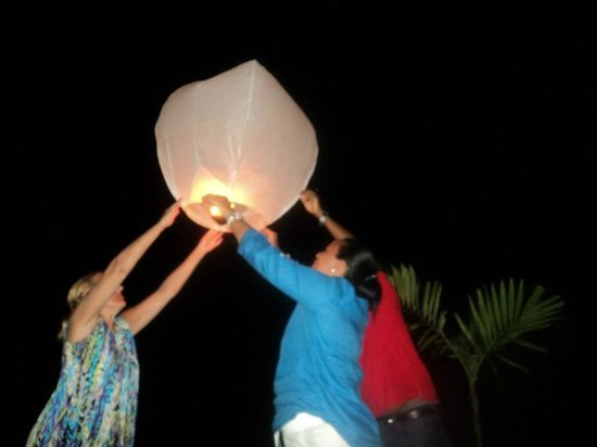 Sandy Haven Resort: Ending the holiday by setting off sky lanterns