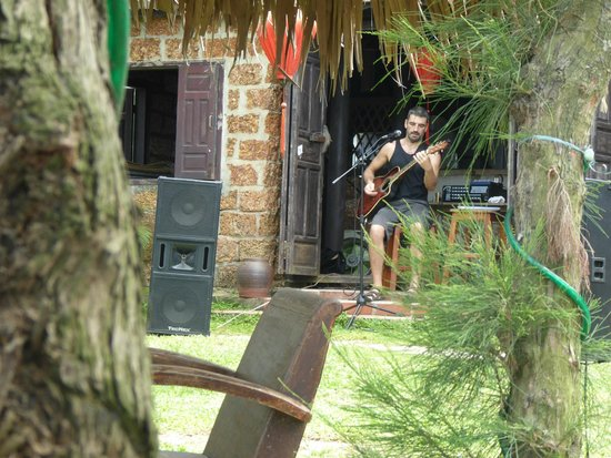 Banyan Beach Bar and Restaurant: live entertainment!