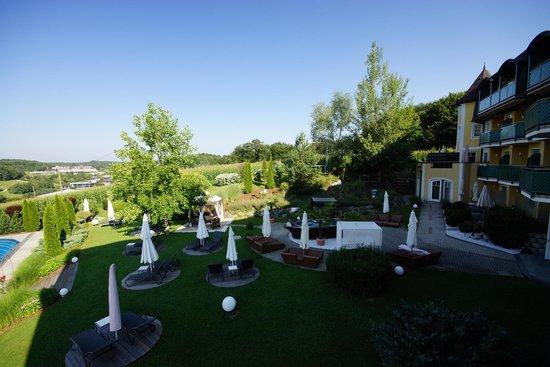 Maiers Kuschelhotel Loipersdorf Deluxe: Garten / Whirlpool