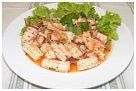 NONG'S Restaurant: Calamari Salad
