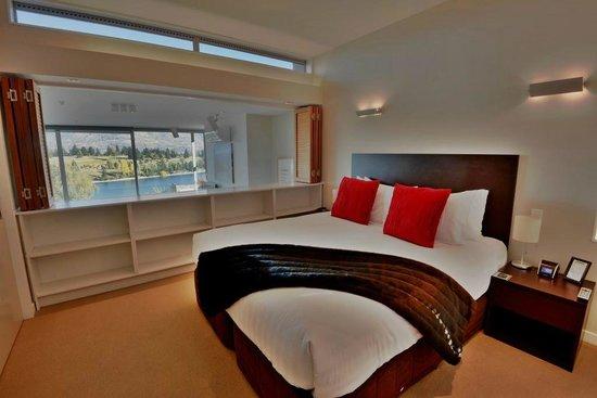 Pounamu Apartments: 1 & 2 BRM Apartment Main Bedroom