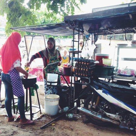 Red Ginger Chic Resort: Local street food stalls just around the corner of the resort