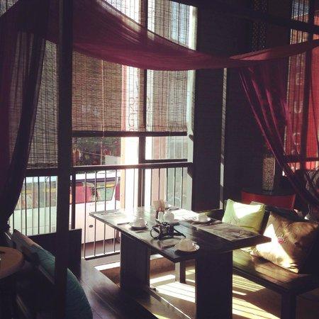 Red Ginger Chic Resort: Prettiest breakfast area ever!