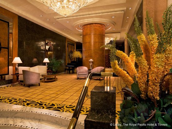 The Royal Pacific Hotel & Towers : Lobby