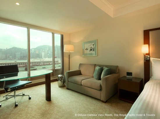 The Royal Pacific Hotel & Towers : Deluxe Harbour View Room