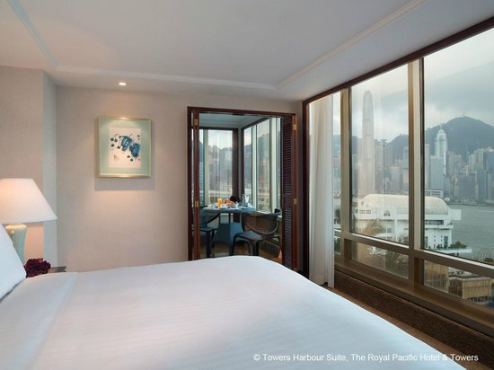 The Royal Pacific Hotel & Towers: Towers Harbour Suite