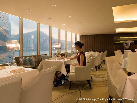The Royal Pacific Hotel & Towers: RP Club Lounge and Business Centre