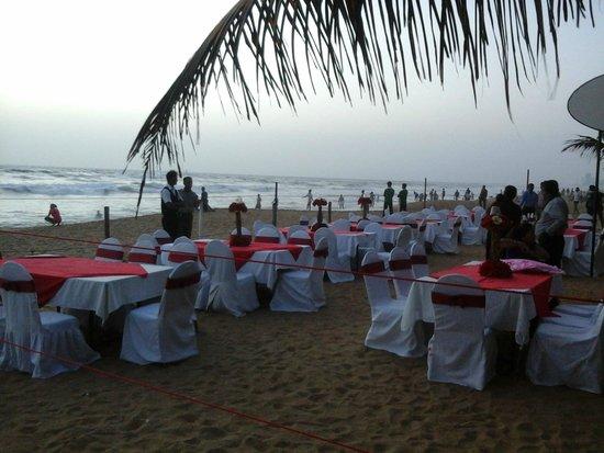 Hotel Mount Breeze and Restaurant: outdoors restaurant