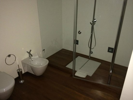 Villa Loggio Winery and Boutique Hotel: Modern high quality bathrooms, just great