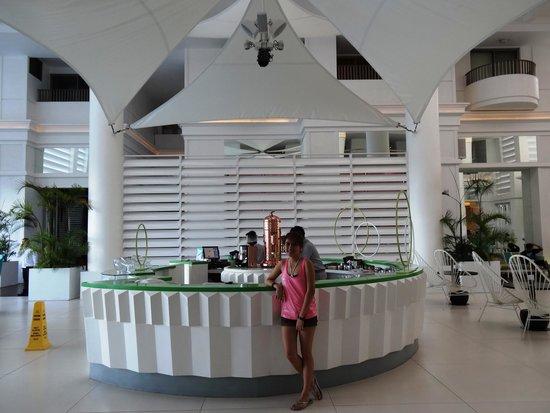 Movenpick Hotel Mactan Island Cebu: The centerpiece of the lobby with a distinct espresso coffee maker.