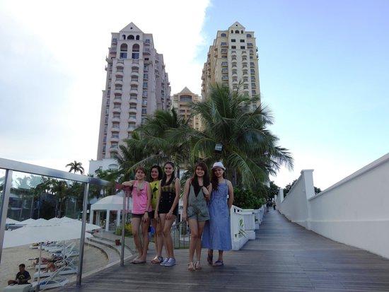 Movenpick Hotel Mactan Island Cebu: The marina with the twin tower at the background.