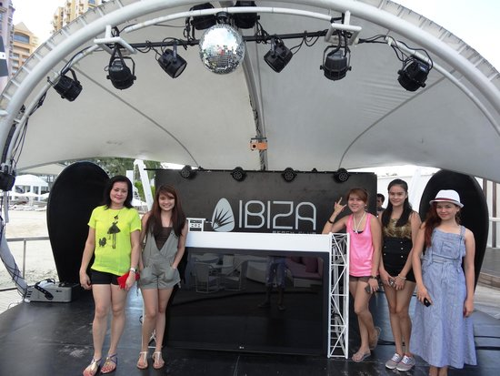 Movenpick Hotel Mactan Island Cebu: The stage of Ibiza beach club.