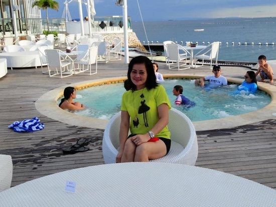 Movenpick Hotel Mactan Island Cebu Ibiza Beach Club Jacuzi