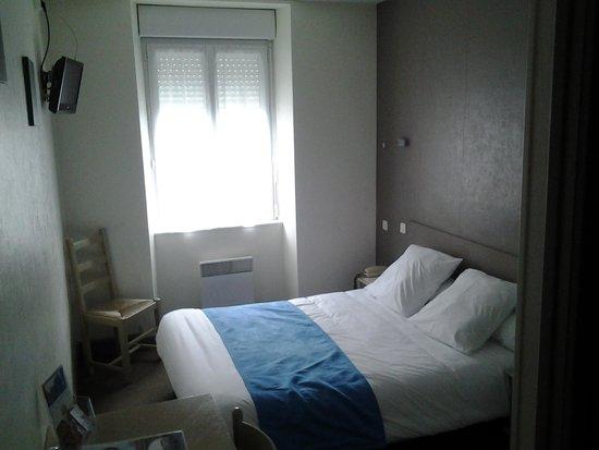 Hotel Du Port : Harbour view room