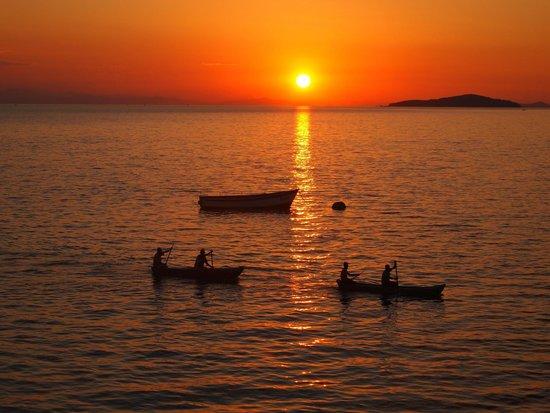 Danforth Yachting : Sunset over Lake Malawi
