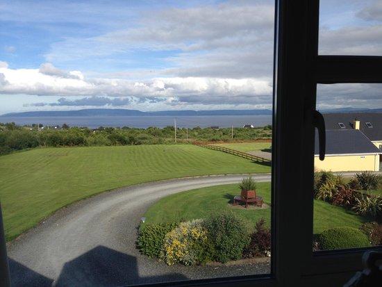 Clunelly House: Vista del giardino e del mare