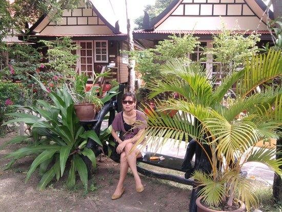 Lunar Hut Resort: หน้าบ้านเรือนไทย