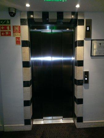 SANA Executive Hotel: Лифт, 7 этаж