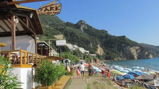 Mayor La Grotta Verde Grand Resort: Walk along the beach to the hotel