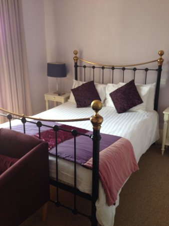 Fosse Manor Hotel : The bed
