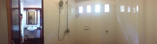 Twin Bay Resort: Big clean shower