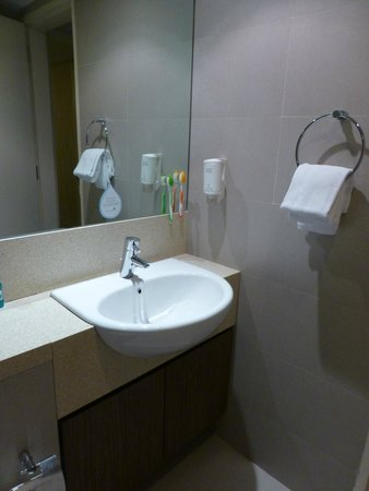 Somerset Liang Court Singapore: Main bathroom 2