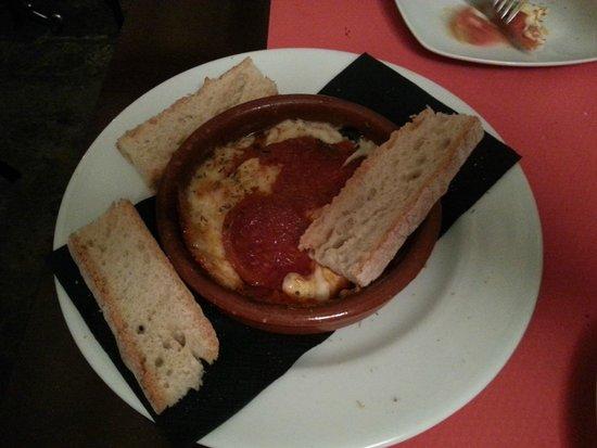 PUKU CAFE: Provolone con Tomate y Sobrasada