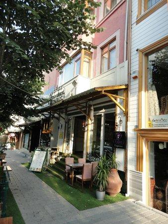Sultan Corner Hotel: Вход в отель