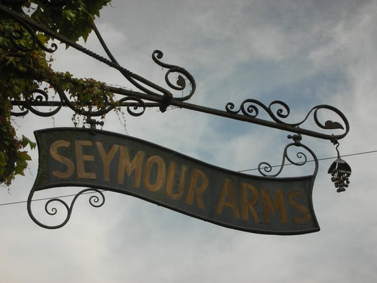 Seymour Arms: Old inn sign