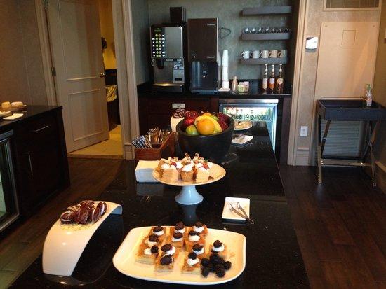 Grand Hyatt Atlanta in Buckhead : Concierge level evening desserts