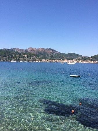 Grand Hotel Elba International : Il mare della spiaggia privata