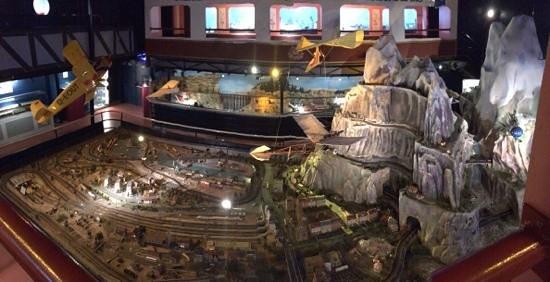 Musees des Automates / Modeles Reduits : grande maquette reseau train