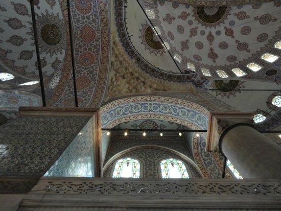 Mezquita Azul: Внутреннее убранство