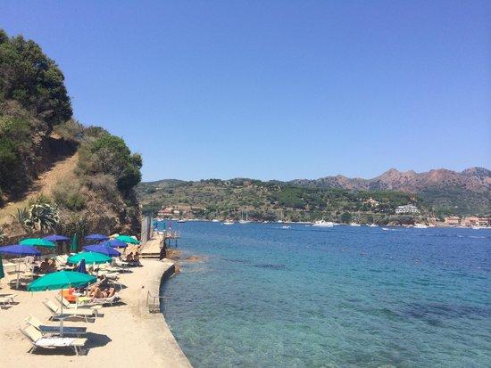 Grand Hotel Elba International : Una parte della spiaggia privata