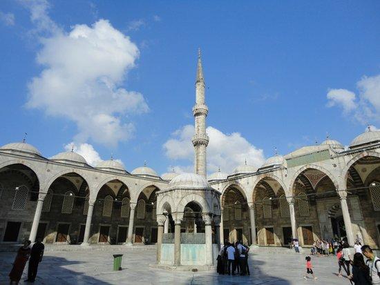 Mezquita Azul: Внутренний двор