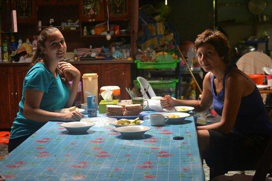 Batang Ai National Park : Having breakfast in Mr. Djugat's house