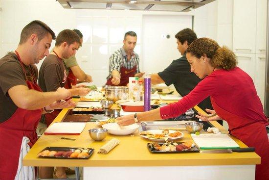 Curso de sushi picture of escuela de cocina pepekitchen for Escuela de cocina