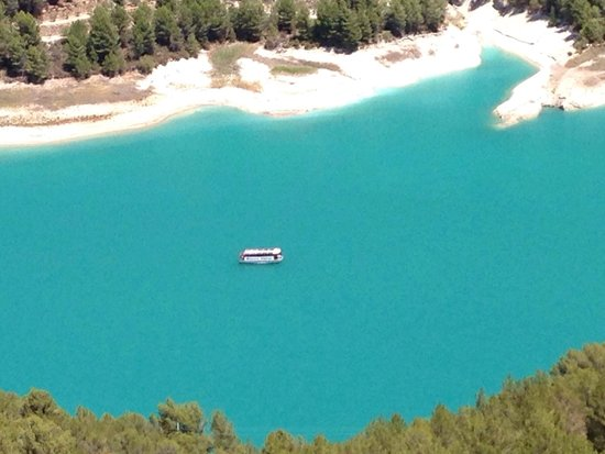 Castillo de Guadalest (Castell de Guadalest): View of the reservoir from the top.
