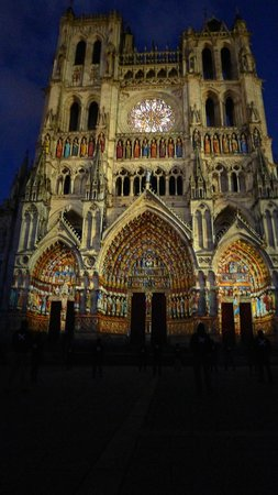 Hotel Marotte: Amiens Cathedral at night
