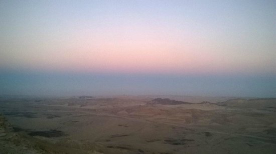 The Green Backpackers : Sunset over the crater in Mitzpe Ramon