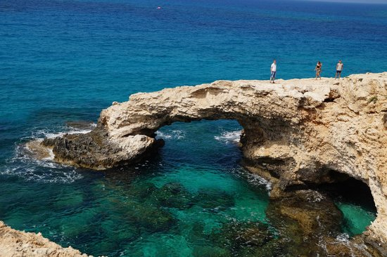Glyki Nero Beach: Каменный мост