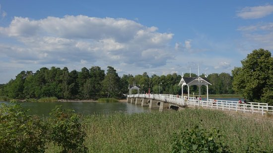 Musée de plein air de Seurasaari : Foot bridge to Seurasaari island