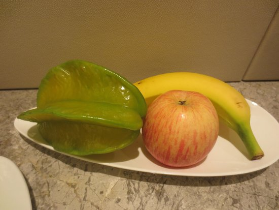 InterContinental Grand Stanford : Fruit platter in room