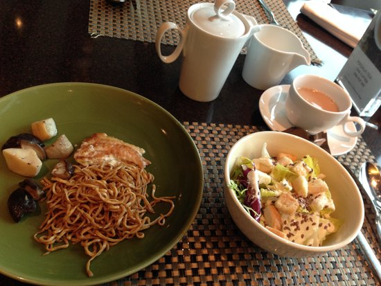 InterContinental Grand Stanford: Great food on Cafe M