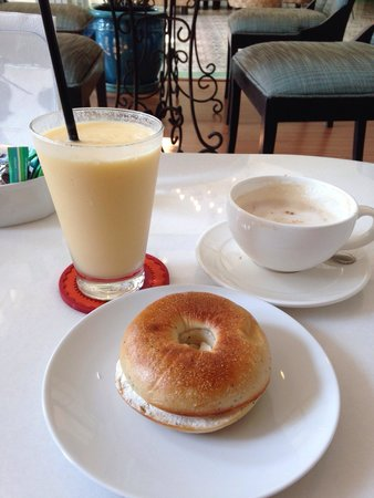 Casa Blanca: Breakfast in the hotel lobby. Very tasty and very affordable :)