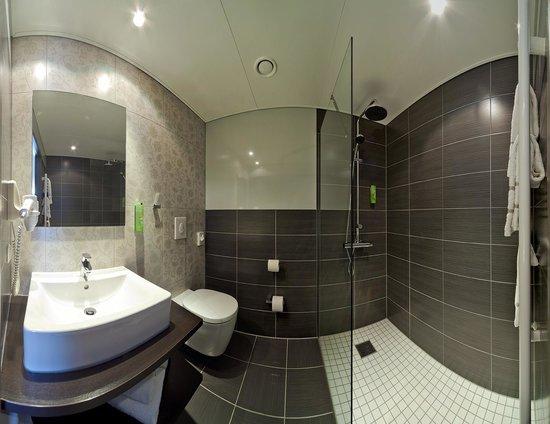 Kedi Hotel Papenburg: Badezimmer