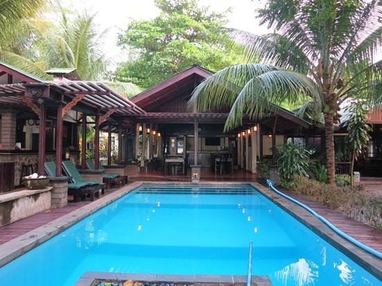 The Village Bunaken: Pool and restaurant